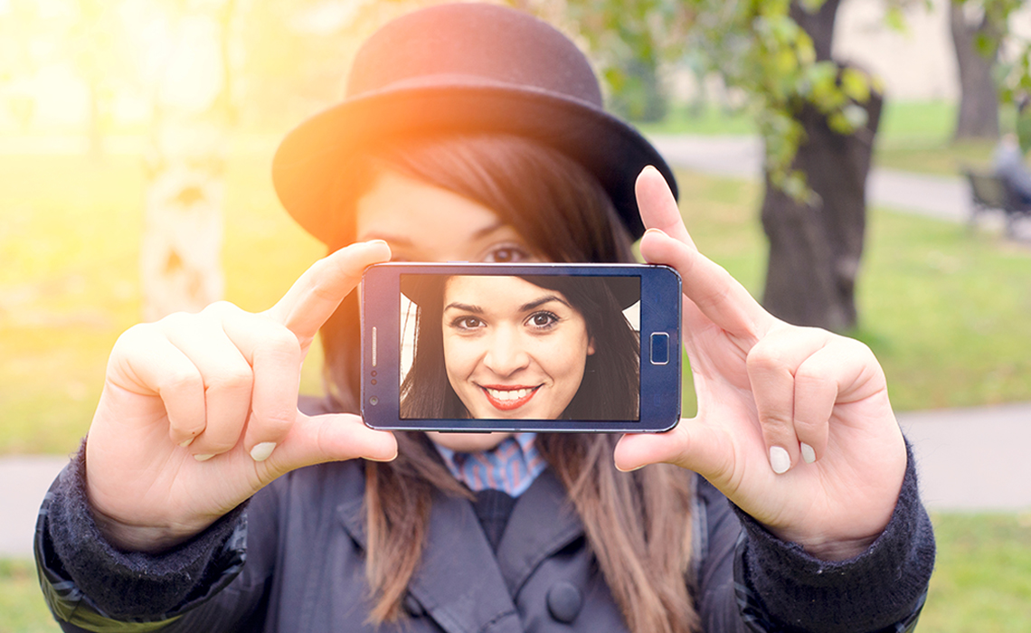 5 smartphones that click pictures like DSLR